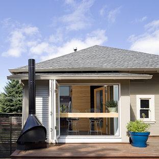 Mittelgroße, Unbedeckte Moderne Terrasse hinter dem Haus mit Feuerstelle in San Francisco