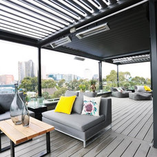 Contemporary Deck by Brenchley Architects
