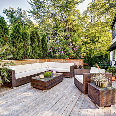 Inspiration for a transitional deck remodel in Detroit