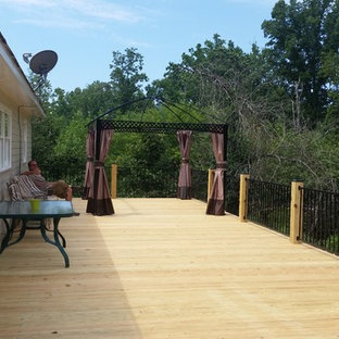 Inspiration for a timeless deck remodel in Atlanta