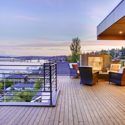 Example of a trendy deck design in Seattle