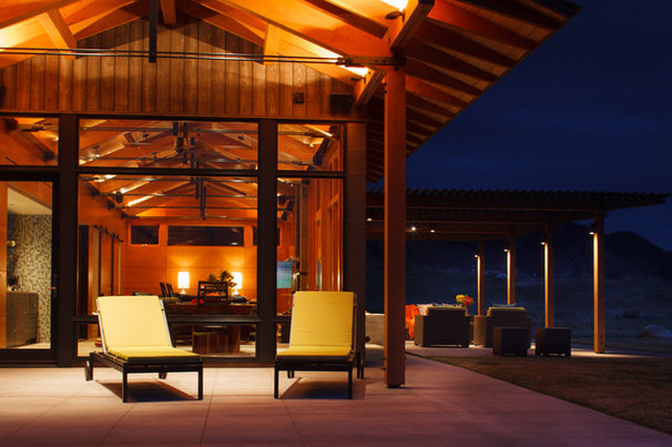 Contemporary Deck by dwelling