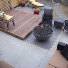 Contemporary Deck by Solus Decor Inc.