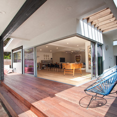Mid-sized trendy courtyard deck photo in Los Angeles with a roof extension