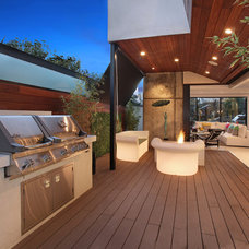 Contemporary Deck by Brandon Architects, Inc.