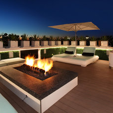 Contemporary Deck by Patterson Custom Homes