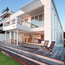 Contemporary Deck by Paul Uhlmann Architects