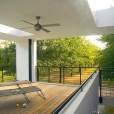 Modern Deck by McInturff Architects