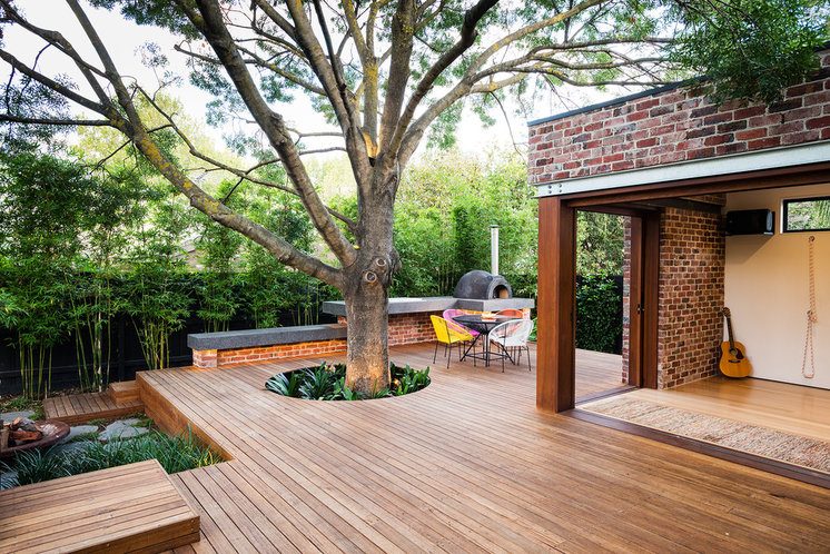 Contemporary Deck by C.O.S Design