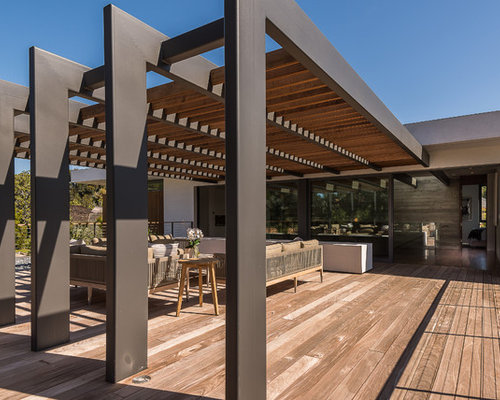 example of a large minimalist rooftop deck design in los angeles - Rooftop Deck Design Ideas
