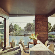 Midcentury Deck by cityhomeCOLLECTIVE