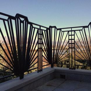 Foto di una terrazza eclettica di medie dimensioni e dietro casa con nessuna copertura