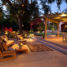 Traditional Deck by Gregory Davis & Associates
