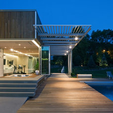 Contemporary Deck by TACKarchitects