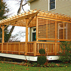 Traditional Deck by Trellis Structures, Inc