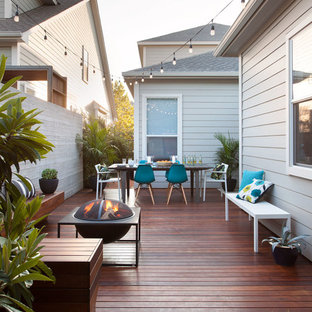 Deck - small contemporary side yard deck idea in Austin