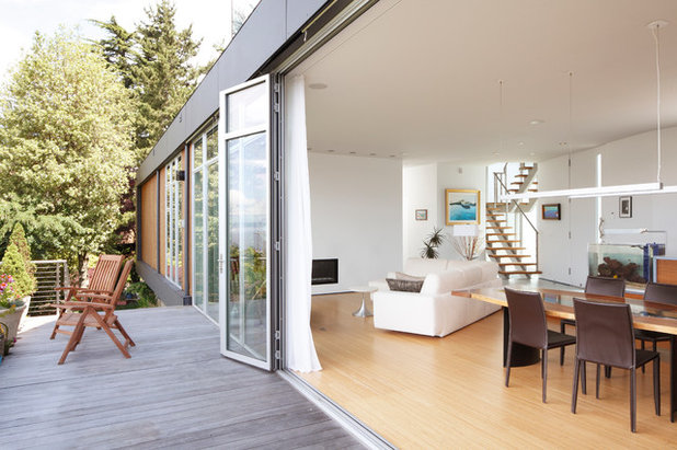 Contemporary Deck by Prentiss Balance Wickline Architects