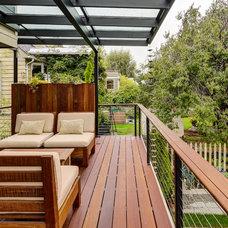 Contemporary Deck by Sawhorse Design & Build