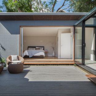 Imagen de terraza minimalista, de tamaño medio, sin cubierta, en patio trasero