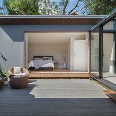 Modern Deck by Bayview Design Group Australia