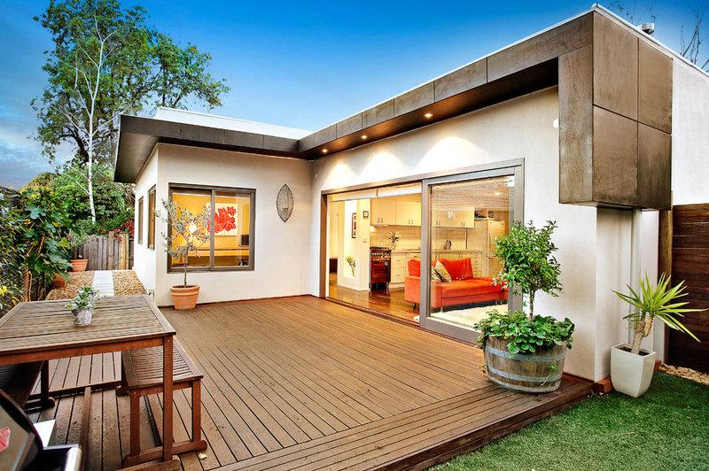 Modern Deck by DE atelier Architects