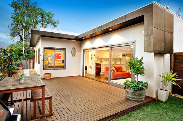 Modern Deck by DE atelier Architects