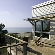Beach Style Deck by Hammer Architects