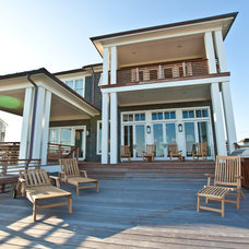 Beach Style Deck by Andrew Roby General Contractors