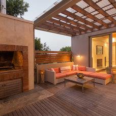 Beach Style Deck by Wynand Wilsenach Architects