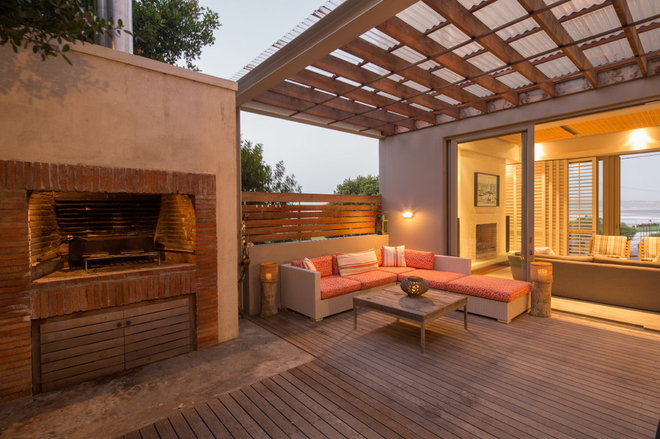 Beach Style Deck by Wynand Wilsenach Architects