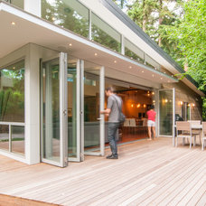 Contemporary Deck by BUILD LLC