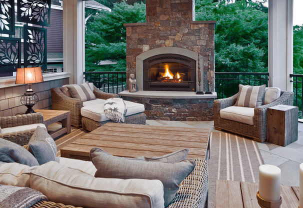 Traditional Deck by DESIGN GUILD HOMES