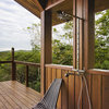 自然の中で、屋外の空気を堪能しながら「楽しむ」ひととき、「アウトドアシャワー」