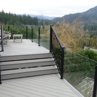 Ejemplo de terraza moderna, de tamaño medio, en patio trasero
