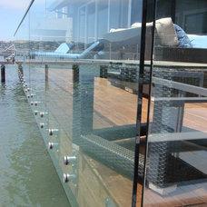 Modern Deck by DANIEL HUNTER AIA Hunter architecture ltd.
