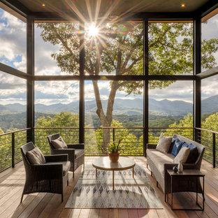 Idee per terrazze e balconi minimal nel cortile laterale con un tetto a sbalzo
