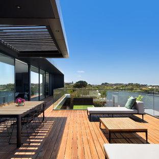 Design ideas for a contemporary deck in Melbourne.