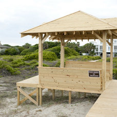 Beach Style Deck by Sceltas Build + Consult