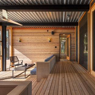 Diseño de terraza contemporánea en anexo de casas