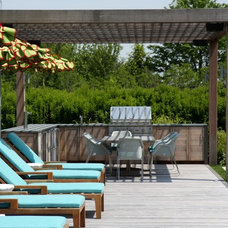 Farmhouse Deck by Atlantic Collaborative Construction Company, Inc.
