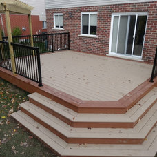 Traditional Deck by Ecnomus Construction Group Inc.
