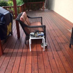Modelo de terraza tradicional, de tamaño medio, sin cubierta, en patio trasero
