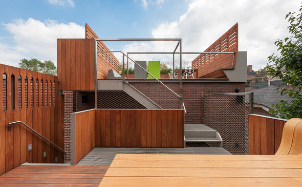 Contemporary Deck by Actual Architecture Company