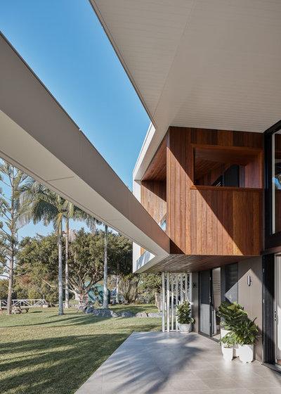 Beach Style Deck by Justin Humphrey Architect