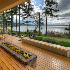 Traditional Deck by RGN Construction