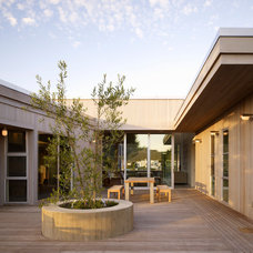 Beach Style Deck by CCS ARCHITECTURE