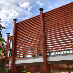 Idée de décoration pour une terrasse arrière craftsman avec des solutions pour vis-à-vis.