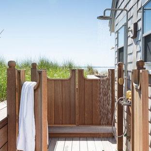 Modelo de terraza marinera, sin cubierta, con ducha exterior