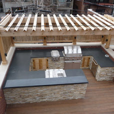 Contemporary Deck by Chicago Roof Deck & Garden