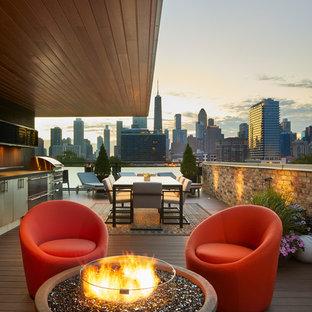 Diseño de terraza actual, de tamaño medio, en azotea, con brasero y toldo